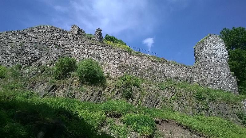 Zřícenina hradu Kumburk a jeho okolí – jedna z velmi zajímavých lokalit. Foto J. Vaněk