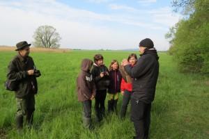 Předvádění chycených ptáků hostům z CHKO Blaník. Foto L. Urbánek