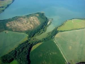 Domkovská zátoka s lužním lesem, nyní vyhlášena jako významný krajinný prvek (VKP). Na zátokou tzv. Východní poloostrov. Foto J. Vaněk